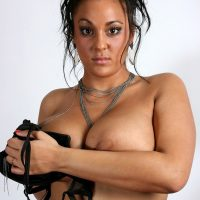 amel-algerienne-grassouillette-seins-enormes