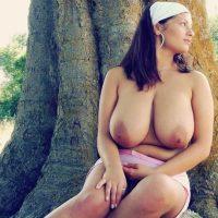belle-ronde-nue-gros-seins
