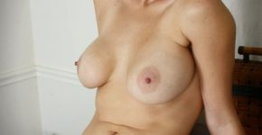 cougar-blonde-nue-gros-seins-lan-cul