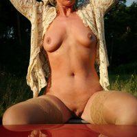 femme-meture-nue-blonde-petits-seins-pour-un-plan-sexe