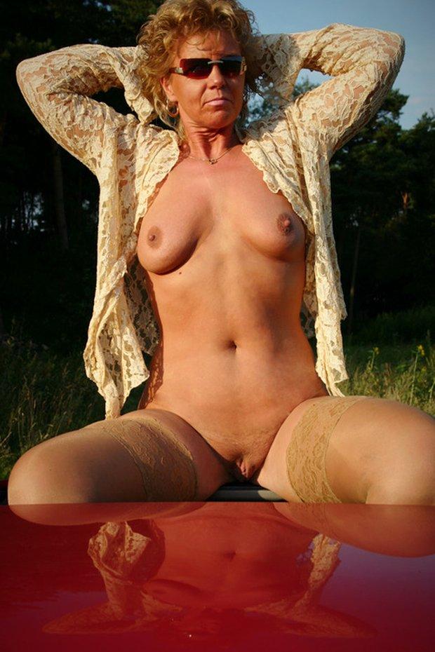 L'incroyable beauté d'une femme cougar nue