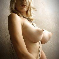 fille-de-ton-quartier-blonde-nue-gros-seins