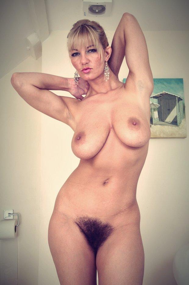 Bandante la jolie cougar nue