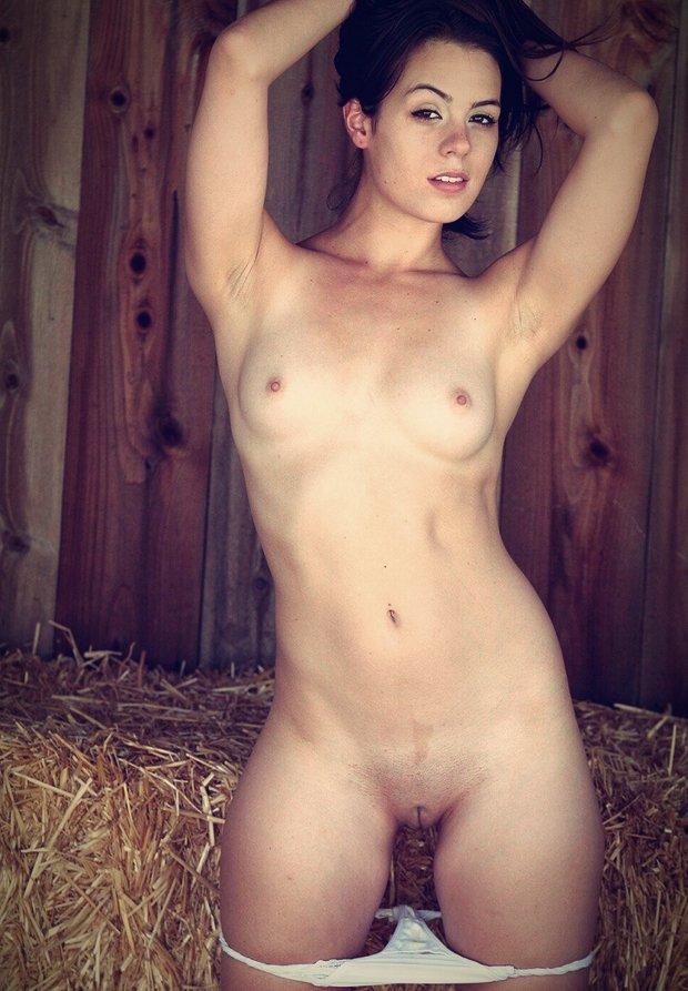 Des petits seins et des petits tétons