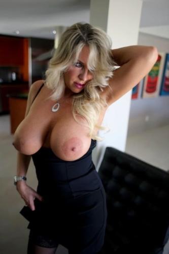 Les gros seins de la voisine