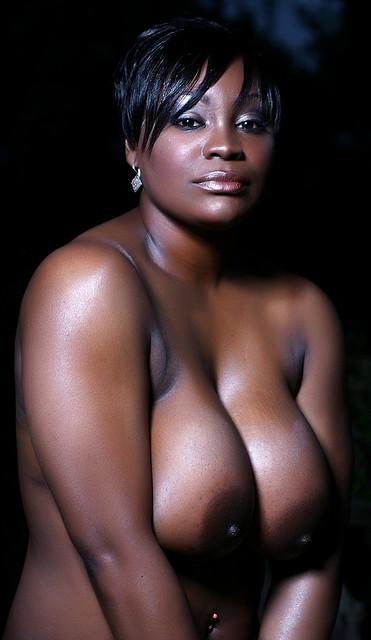 Belle femme noire nue
